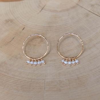 boucles lucette anneaux martelés plaqués or perles d'eau douce