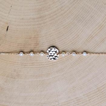bracelet letizia plaqué or médaille martelée perles d'eau douce