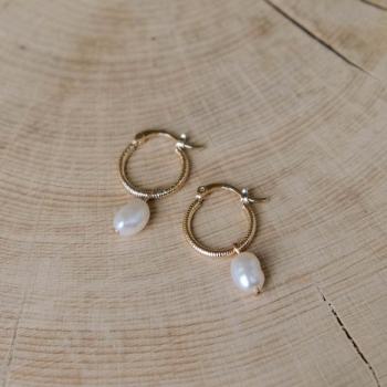 boucles daphné créoles perle d'eau douce pendante