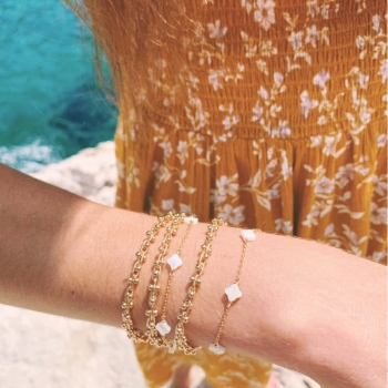 bracelet isaure plaqué or aspect grappe perles dorées