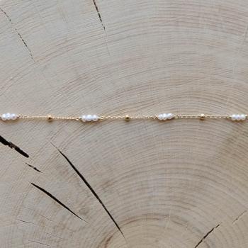 bracelet fin Estelle perles d'eau douce perles dorées plaqué or