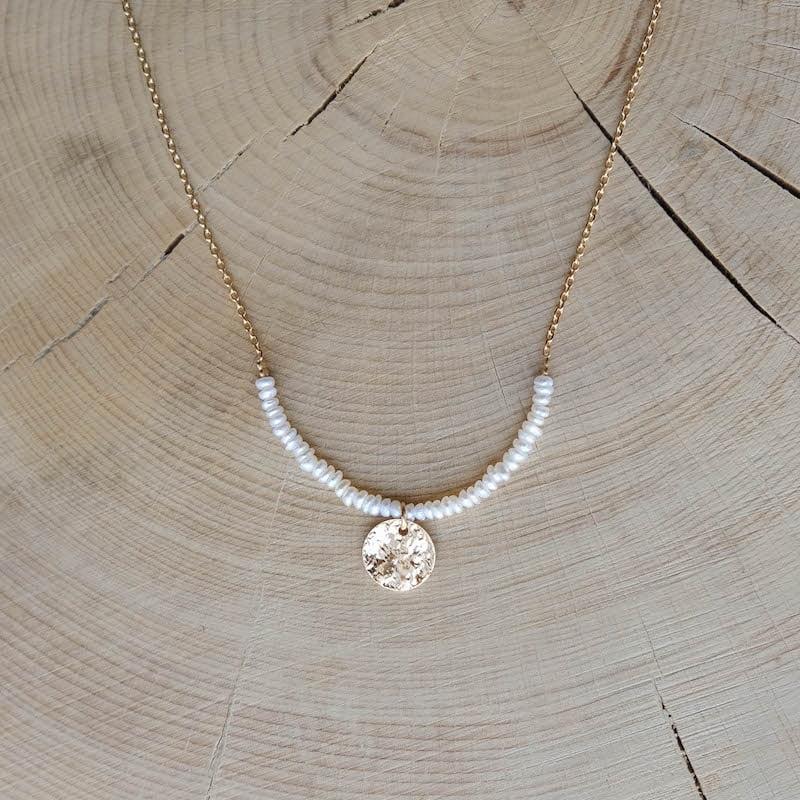 collier Marceau perles d'eau douce plaqué or médaille martelée
