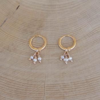 petites créoles Sara perles d'eau douce plaqué or