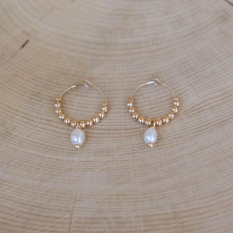 petites créoles Lili perles dorées perle d'eau douce plaqué or