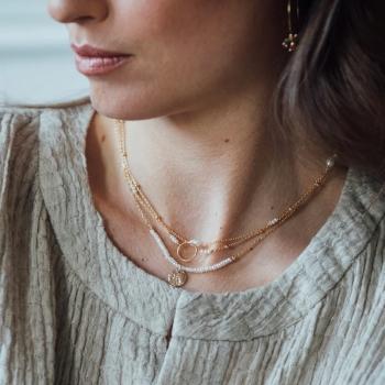 bracelet fin anneau Rosalie perles d'eau douce perles dorées plaqué or