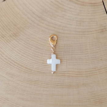 charm maria petite croix en nacre