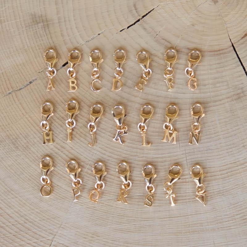 charm lettre en plaqué or