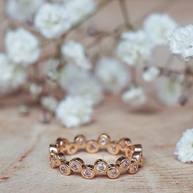 bijou plaqué or et pierre